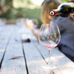 Redewendung_Wein_einschenken_1