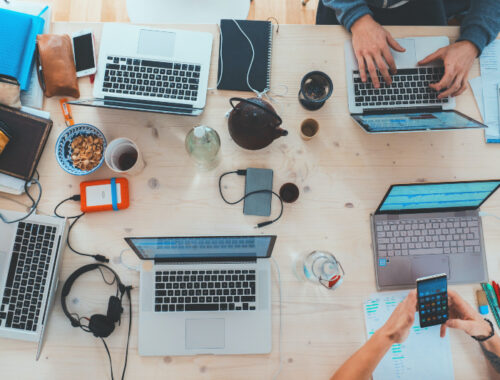 Zwischen Geschäftsessen und Schreibtischsnack - Gesund Essen im Joballtag