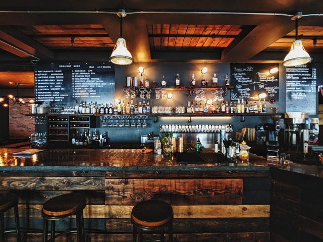 Titelbild_So bleiben Gastronome während der Pandemie präsent_Leeres Restaurant